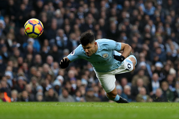 Agüero remata en plancha para el 1-0. Foto: Getty Images