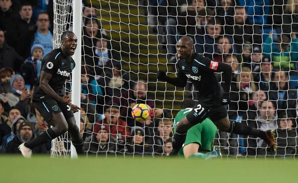 Ogbonna celebra su gol con Antonio. Foto: Getty Images