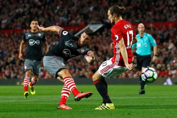 Southampton's Shane Long shoots at goal | photo: Mirror