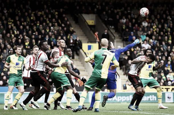 Sunderland's back five kept their second clean sheet in three games (Photo: Mike Hewitt: Getty Images)