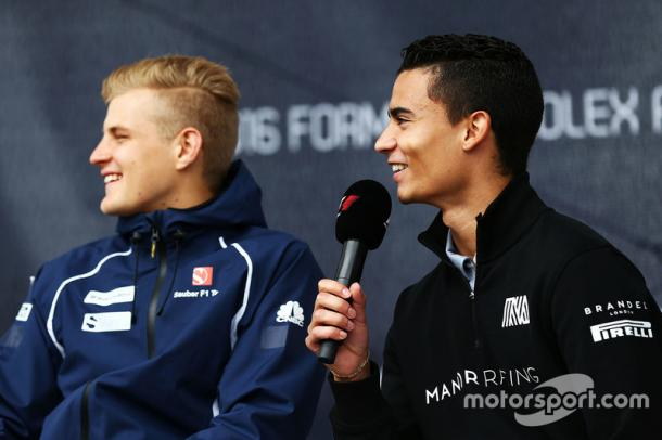 Marcus Ericsson (L) is joined by Pascal Wehrlein (R) for 2017. (Image Credit: Motorsport.com)
