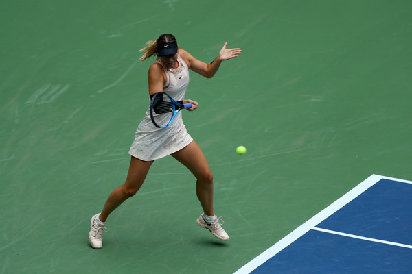 Maria Sharapova seemed to be affected by her left forearm injury, unwilling to hit backhands late in the final set | Photo: Getty Images North America
