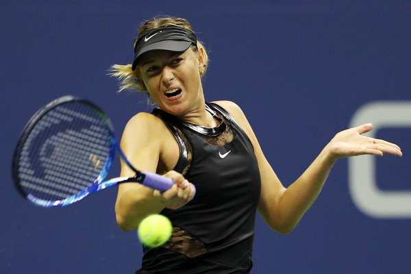 Maria Sharapova in action during her first-round clash against Simona Halep | Photo: Elsa/Getty Images North America