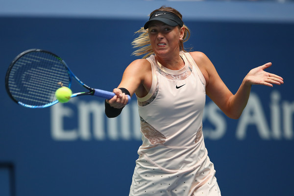 Maria Sharapova hits a forehand | Photo: Clive Brunskill/Getty Images North America