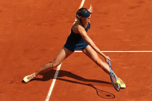 Maria Sharapova reaches out for a forehand | Photo: Matthew Stockman/Getty Images Europe