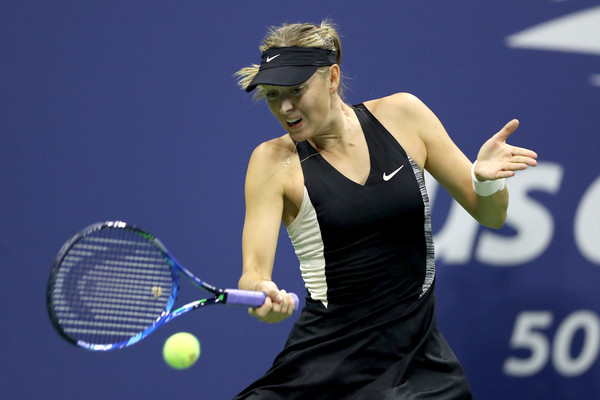 Sharapova struggled to deal with a left forearm issue at the US Open but still reached the second week | Photo: Matthew Stockman/Getty Images North America
