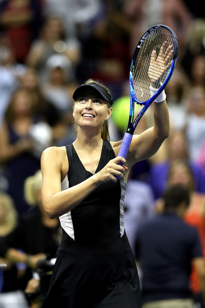 Sharapova applauds the supportive crowd after the win | Photo: Matthew Stockman/Getty Images North America