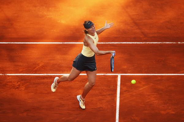 Maria Sharapova comfortably closed out the second set 6-4 despite being down a break in the opening game | Photo: Julian Finney/Getty Images Europe