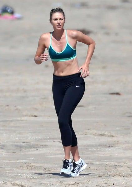 Maria Sharapova training on a beach in Santa Monica, California. | Photo: FameFlynet Pictures