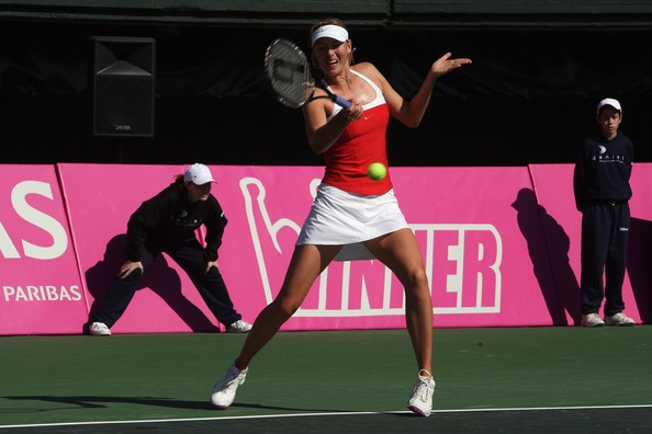 Maria Sharapova in action against Israel | Photo: David Silverman/Getty Images Europe