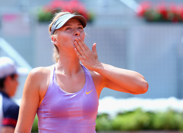 Maria Sharapova applauds to the crowd after a win | Photo: Julian Finney/Getty Images Europe