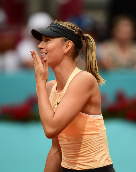 Maria Sharapova applauds the supportive crowd after her fantastic victory | Photo: Denis Doyle/Getty Images Europe