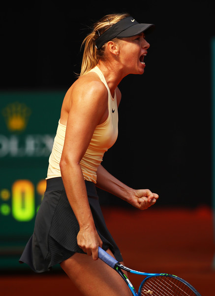 Maria Sharapova celebrates winning a point during the match | Photo: Clive Brunskill/Getty Images Europe