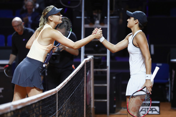 Sharapova and Garcia meet at the net after the thrilling encounter | Photo: Alex Grimm/Getty Images Europe
