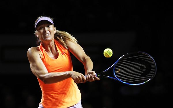 Maria Sharapova hits a backhand | Photo: Adam Pretty/Bongarts