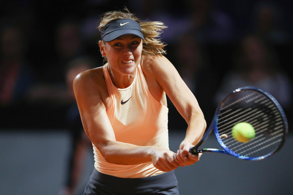 Maria Sharapova came up with an incredible backhand winner to save set point in the second set | Photo: Alex Grimm/Getty Images Europe
