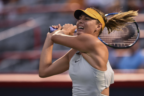 Maria Sharapova's backhand was firing on all cylinders in the match | Photo: Minas Panagiotakis/Getty Images North America