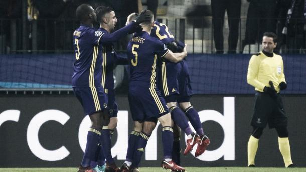 Maribor celebra el gol del triunfo parcial. Foto: Champions League.