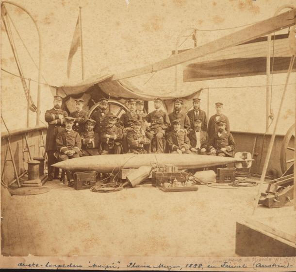 Torpedo Whitehead (1888) (Wikipedia, DP)
