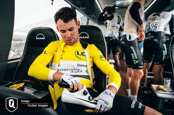 Cavendish logró vestirse de amarillo por primera vez. | Foto: ASO