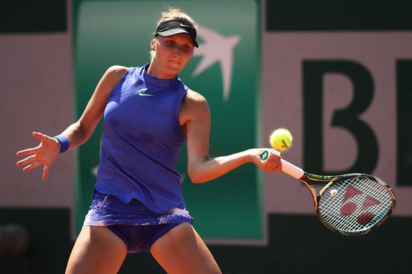 Marketa Vondrousova hits a forehand | Photo: Julian Finney/Getty Images Europe