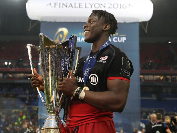 Saracens young lock, Mario Itoje, with the Champions Cup trophy after a man-of-the-match display. (image via planetrugby)
