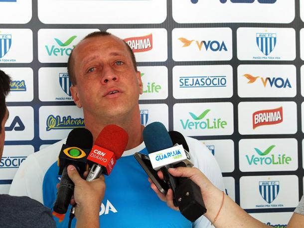 Capitão chorou em entrevista ao falar do retorno aos gramados (Foto: André Palma Ribeiro/Avaí FC)