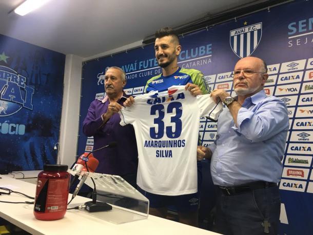 Marquinhos terá um 'Silva' adicionado e usará a #33 no Avaí (Foto: Divulgação/Avaí FC)