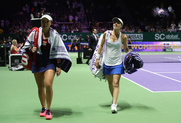 Chan and Hingis walk off the court in Singapore, the last match of Hingis' career | Photo: Julian Finney/Getty Images AsiaPac