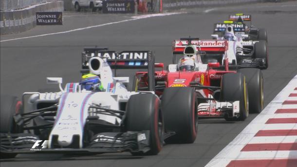 Massa segurou Vettel por várias voltas, e o alemão não gostou (Foto: Divulgação/F1)