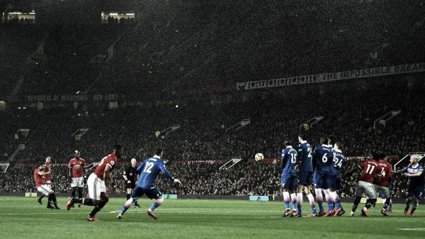 Mata pudo marcar de tirp libre ante el Stoke. Foto: Premier League
