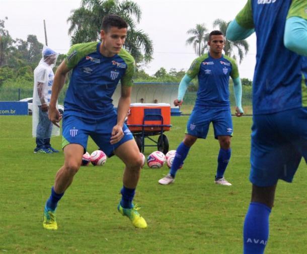 Matheus Barbosa deve fazer seu primeiro jogo como titular do Avaí (Foto: André Palma Ribeiro/Avaí F.C.)