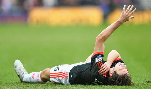 Darmian dislocated his shoulder against Sunderland in February | Photo: Getty Images