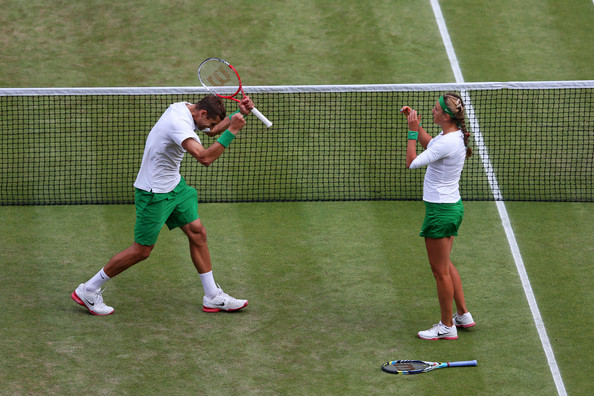 Max Mirnyi and Victoria Azarenka celebrate after winning the gold medal in mixed doubles at the London 2012 Olympics.