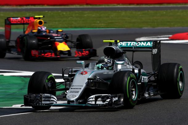 Max Verstappen y Nico Rosberg en el GP de Gran Bretaña   Fuente: Getty Images