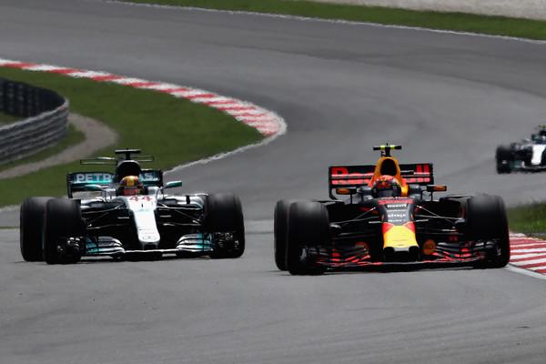 Verstappen superando a Hamilton, Malasia 2017 / Clive Mason/Getty Images AsiaPac