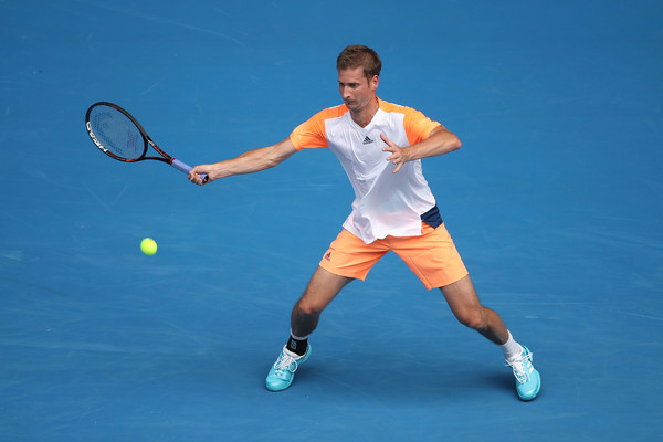 Florian Mayer lines up a forehand. Photo: Mark Kolbe/Getty Images