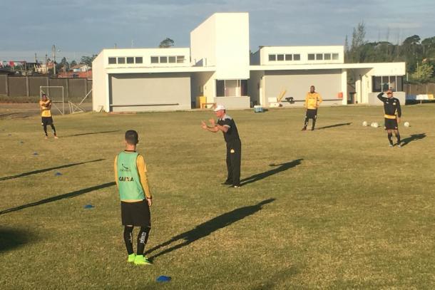 Mazola tem novas opções e time definido, mas prefere guardar para hora do jogo (Foto: Fernando Ribeiro/Criciúma EC)