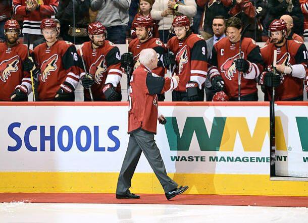 Sen. John McCain visits the Coyotes' player's bench to cheer them on. | Photo: Dakota Mermis (@dmermis06 twitter.com)