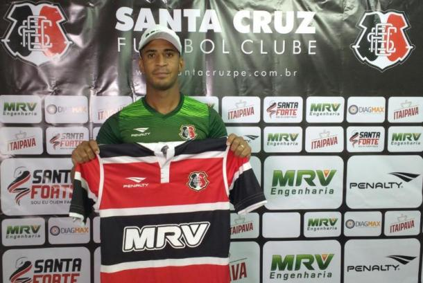 Meia Pereira é confirmado e apresentado como novo reforço (Foto: Jamil Gomes/Santa Cruz)