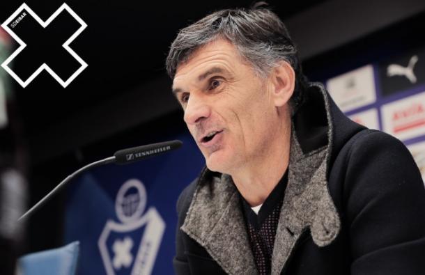 José Luis Mendilibar atendiendo a los medios de comunicación. Fuente: SD Eibar.