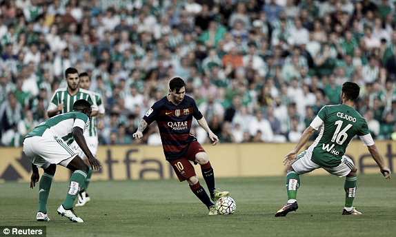 Above: Lionel Messi in action during Barcelona's 1-0 victory over Real Betis | Photo: Reuters