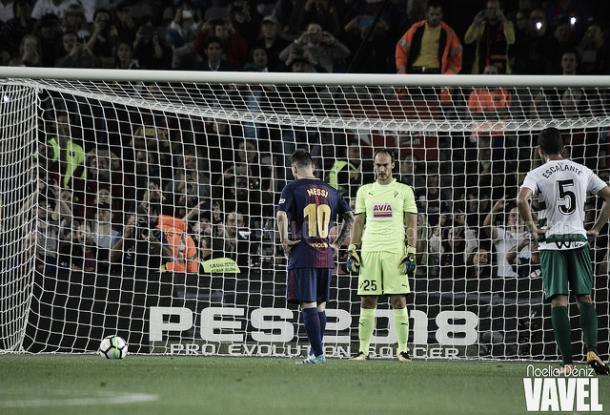 Messi a punto de lanzar un penalti contra el Eibar / Foto: Noelia Déniz (VAVEL.com)