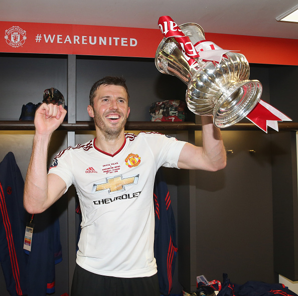 Carrick celebrates with the FA Cup | Photo: Matthew Peters/Manchester United