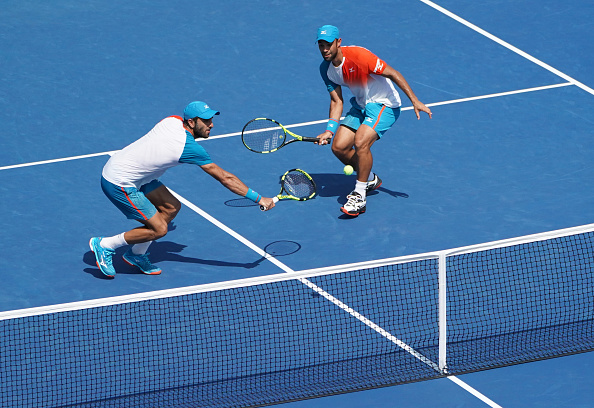 Robert Farah plays a volley (Photo: Kena Betancur/Getty Images)
