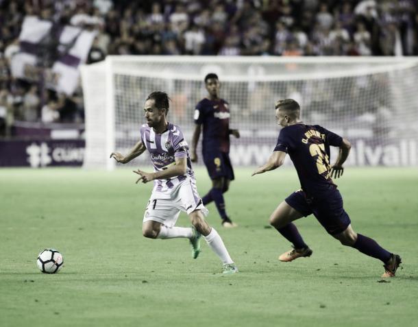 Michel controlando el balón | Foto: Real Valladolid