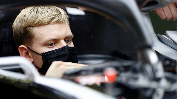 Mick Schumacher en la toma de medidas de su asiento. Fuente: Haas
