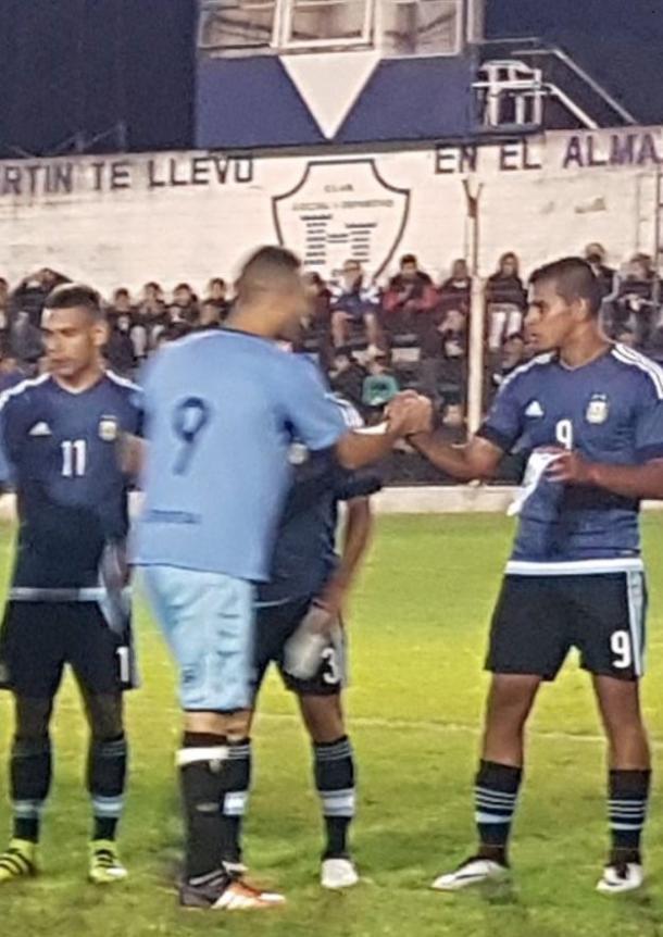 Miérez usó la 9 y anotó un gol en un amistoso reciente ante un combinado de Olavarría (Foto: Rincón del Fútbol)