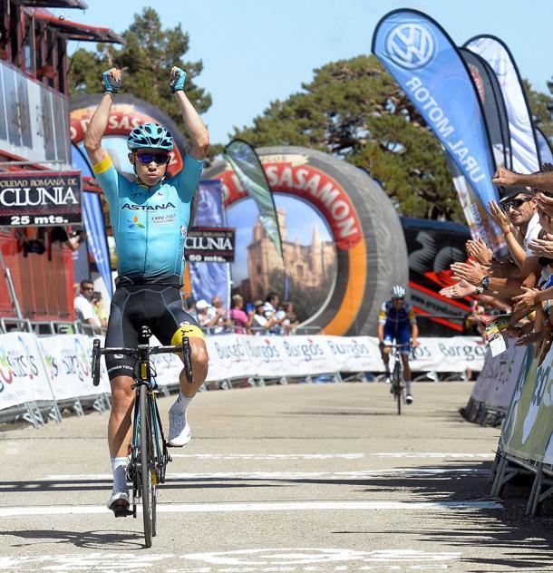 Miguel Angel Lopez ganando en Lagunas de Neila | Fuente: Vuelta a Burgos