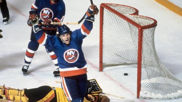 Mike Bossy celebra un gol de los Islanders / NHL.com